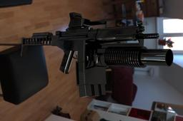 sub machine gun mp5 with m 203
