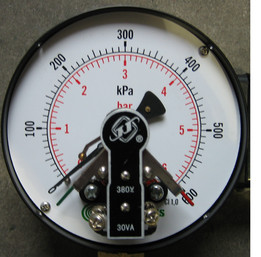 Manometer 0-600 kPa ( 0-6 bar ) - G1/2""