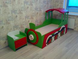 """Детская кровать """"Паровозик"""" с двумя спальными местами"""