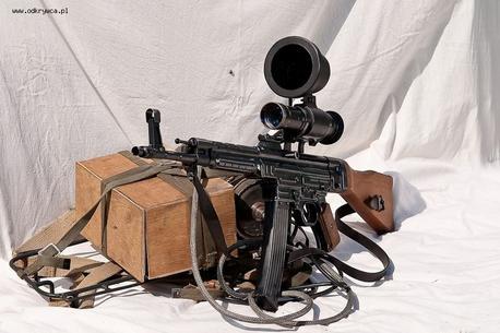 Sturmgewehr 44 (StG 44) And Zielgerät 1229